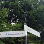 Wegweiser für Wanderer in Winterberg