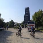 der Rhein-Weser-Turm. Touristische Belagerung