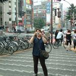 Touriste savourant le son des klaxons tokyoïtes.