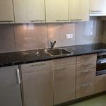 Küche mit Geschirrwaschmaschine