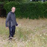 """Herr Dr. Bleeker betreut im NABU das Projekt """"Kuckuckslichtnelke und Co."""""""