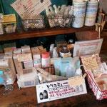 カレー屋さんの商品コーナー