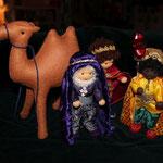Heilige drei Könige mit kamel - große Krippe