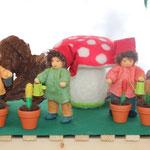 Zwergengruppe mit Blumentöpfen