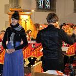 Leticia füllt den Kirchenraum mit ihrem wunderbaren Stimmvolumen