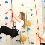 Hoch hinaus geht es für die Sport- und Eventmanagement-Studierenden in der Kletterhalle
