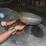 Kakaopulver mit Wasser vermischt, fertig ist die Grundmasse für die Schokolade