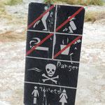 Nein, auch Frauen dürfen hier nicht pinkeln. Darauf wird anschaulich hingewiesen.
