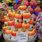 Wer sich schon immer gefragt hat, wie eigentlich Cashew-Nüsse wachsen: Sie sind im Grunde nur der Zipfel einer ganzen Frucht!