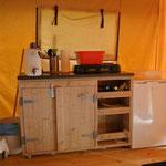 Kitchenette im Safarizelt 3 und 143 © Naturcamping Zwei Seen am Plauer See/MV