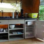 Kitchenette im Safarizelt 141 und 142 © Naturcamping Zwei Seen am Plauer See/MV