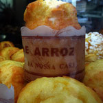 Portugal / Porto. A yummy-looking cake in a bakery's storefront. Photo © Hugues Piolet.