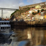 Portugal / Porto. The Dom Luís I Bridge and the Muralha Fernandina (Ferdinand's Wall). Photo © Hugues Piolet.
