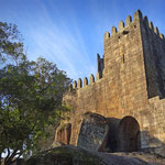 Portugal / The castle of Guimarães (10th century), built over granite boulders. Photo © Hugues Piolet.