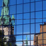 Cathedral of Trois-Rivières (Québec, Canada) reflecting on a modern building. Photo © Hugues Piolet.