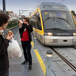 Portugal / Porto. Tramway and pedestrians over the Dom Luís I Bridge. Photo © Hugues Piolet.