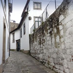 Portugal / Porto. The old Rua de Dom Hugo. Photo © Hugues Piolet.