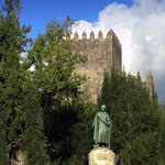 Portugal / Guimarães. The statue of Afonso Henriques, first king of Portugal. Photo © Hugues Piolet.