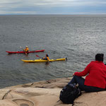 Canoeing and whale watching on the St. Lawrence River near Bon Désir lighthouse, Tadoussac, Québec, Canada. Photo © Hugues Piolet.