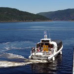 Cruise boat on Saguenay fjord, l'Anse Saint-Jean (Québec, Canada).Photo © Hugues Piolet.