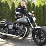16.04.2014: Eva Wilde aus Ötlingen mit ihrer neuen TRIUMPH Speedmaster