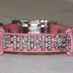 rosa Band mit Namen