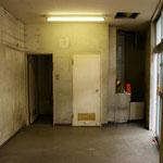 before 1F:  引き渡し後:シャワー室、トイレ、キッチンがありました。