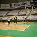 12~13歳クラブチーム。トップチームと同じメインアリーナでの練習。