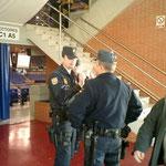 会場の警備も厳重。何人もの警備員が見回りをしていました。
