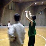 15~16歳クラブチームの練習。この年代スペインNo1ガードの子 とても上手でした!!!