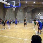 17~18歳クラブチーム。日本の高校生とは体格が1回り違うように見えます・・・。