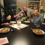 Resultado: toda la familia / die ganze Familie happy!