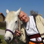 Caro hace unos días trajo estos caballos especiales de la Camargue... /Caro holte erst vor ein paar Tagen diese Camargue-Pferde...