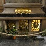 la tumba de la Santa Odilia...  das Grab der heiligen Odilie...