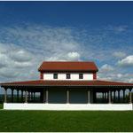 reconstrucción de un templo galo-romano en Martberg / Pommern Mosel, Alemania