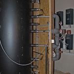 Pufferspeicher ist hydraulisch und elektrisch angeschlossen