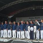 Tag der Vereine, 03.07.2016, Wilster, Colosseum-Platz, der Chor in voller Aktion