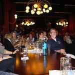 Dorf Wangerland vom 13.10. - 15.10.2017, Shantychor-Abend, der ganze Saal in guter Stimmung