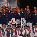 """Shanty-Chor-Hamburg e.V. """"De Tampentrekker"""" und der Shantychor """"Die Nordlichter"""" beim gemeinsamen Schlusslied in Wilster am 13.04.2014"""