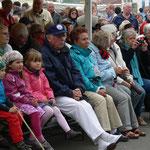 Shanty-Festival in Büsum am 9. Mai 2013, aufmerksamer Zuhörer: Hans-Eggert Fahl