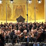 die Chöre und das Orchester