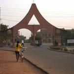"""""""Porte"""" menant à la cathédrale de Ouagadougou"""
