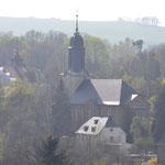 """Die """"alte"""" Kirche wurde am 5. März 1945 völlig zerstört. 1966 wurde die wiederaufgebaute """"neue"""" Kirche geweiht. Das ist mittlerweile über 50 Jahre her."""