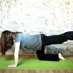 Diagonale Katze - Yoga für Schwangere - Yoga in Neukölln