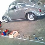 Werkzeug etc alles heute hingefahren, ebenso den 64er dorthin getrailert. Es ist an dem Auto nun alles eingetragen, wird nun aber zerlegt, da die Karosserie neu lackeirt werden muss.