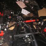 Nachdem nun heute die korrekten Adapterplatten von CSP für die Bremse vorne ankamen, fand auch die Bremse vorne ihren Platz an der Vorderachse...