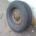 Mal probeweise nen passenden Reifen drauf ziehen lassen, 205/65 R15 Good Year Eagle touring...