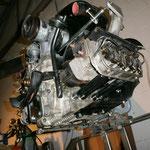 Zwischendurch baut man sich noch nen Motorenprüfstand, wo momentan der Ersatzmotor, quasi mein alter Motor aus der Saison 2011, drinhängt
