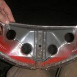 Das Innenblech der 64er Cabriohaube habe ich nun auch zum schweißen vorbereitet. als rep.Blech diente ein richtig an den Seiten zerfressenes Innenblech :-)