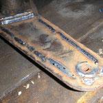 die Stoßdämpferdome habe ich dann mal fix halbiert und der Kürzung angepasst, das ist das alte Stahlblech, was ich wieder eingeschweißt habe.